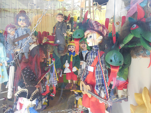 marionette store