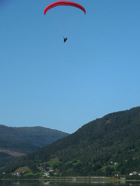 parasailer over Voss
