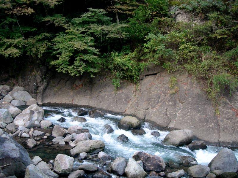 large_Hakone_Window_River.jpg