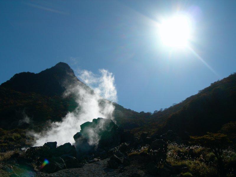 large_Hakone_steam_vent_sun.jpg