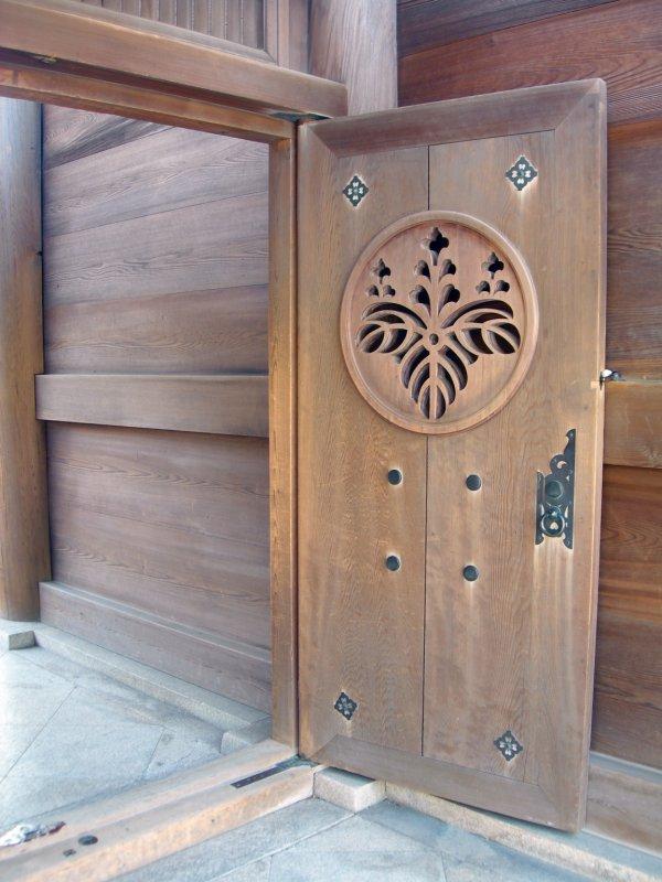 large_tokyo_yoyoki_door.jpg