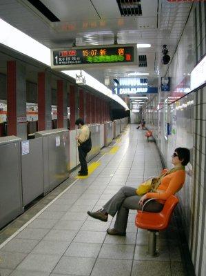 tokyo_subw..at_wall.jpg