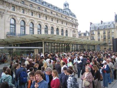 queue-for-..d_orsay.jpg