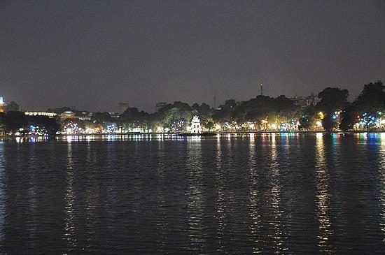 Hoan Kiem lake, Hanoi, at night