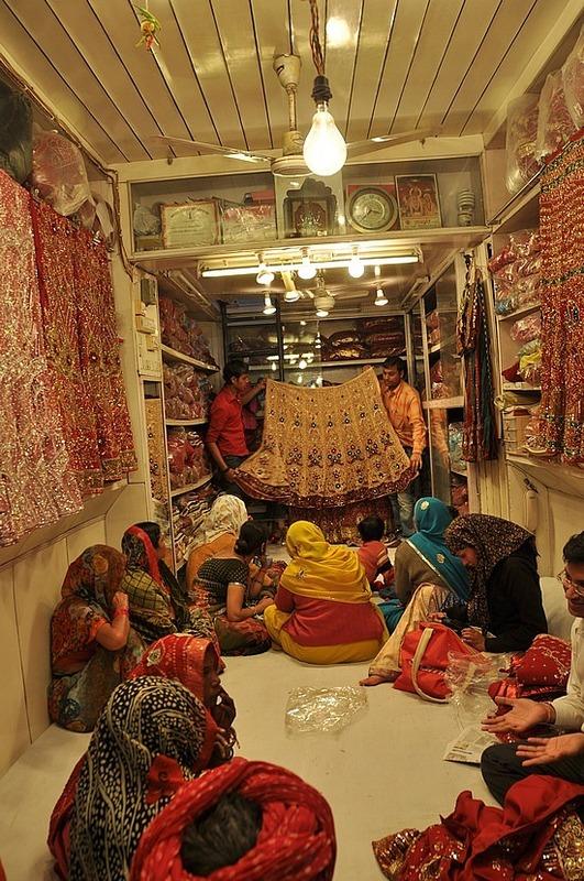 Sari selling
