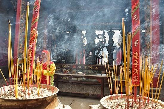 Incense clouds