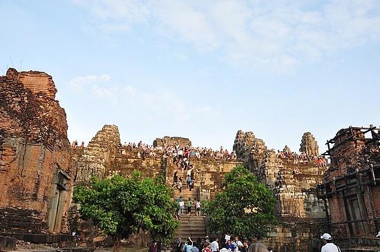 tourist hordes at Angkor
