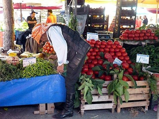 Captain Jack Spratt buys veggies