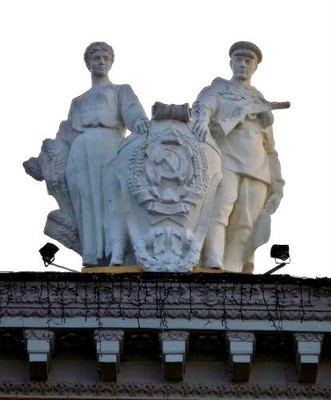 Southern Railway Station_a roof sculpture of a peasant woman and a soldier
