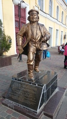 Southern Railway Station_the monument to Father Fiodor from Twelve Chairs