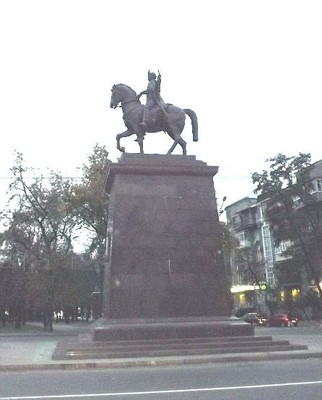 The monument to the founders of the city