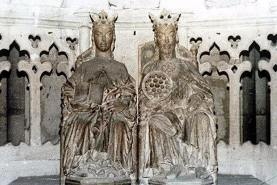 Emperor Otto and his wife inside the cathedral