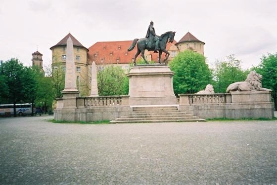 The king's monument in front of the Local Lore Museum