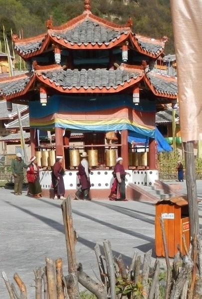 Zhongcha village - local people praying