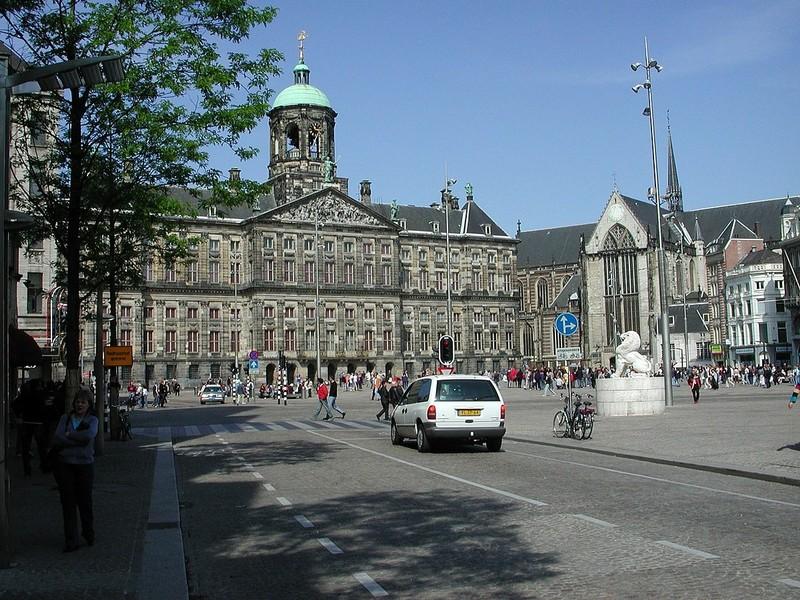 large_1200px-Dam_Amsterdam_2005.jpg