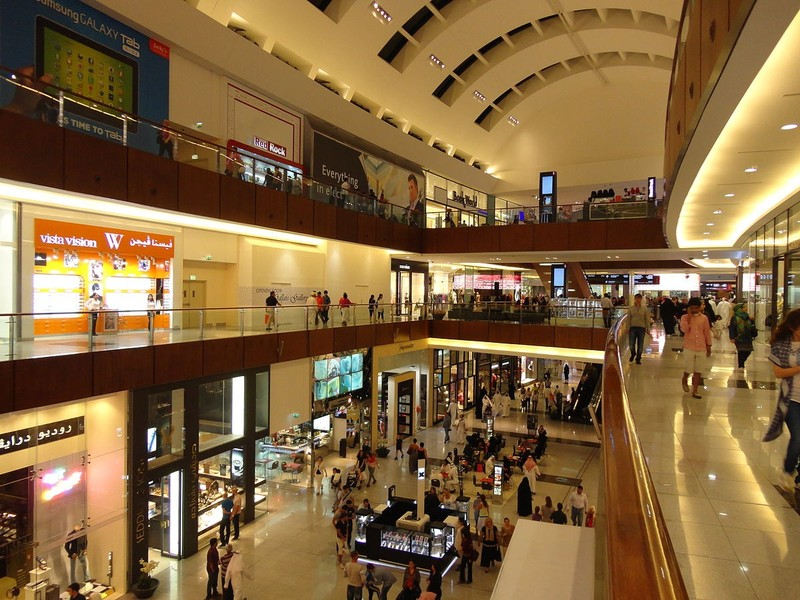 large_1200px-Dubai_mall_indoor.JPG