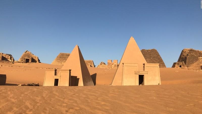 large_170504163821-23-sudan-pyramids-full-169.jpg