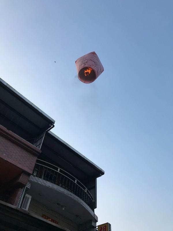 Fly, sky lantern