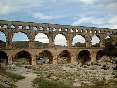 PONT DU  GARD ,  ROMAN   AQUEDUCT .  Tallest in  Europe. 48.8m  [160 ft