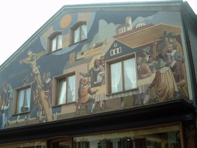 OBERAMMERGAU  GERMANY.  -- House  with  crucifixion  scene.