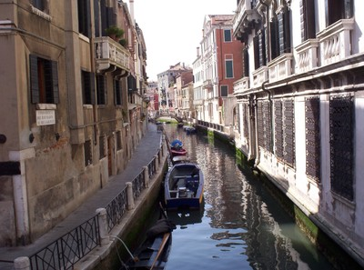 VENICE  ITALY..   Side Canal.