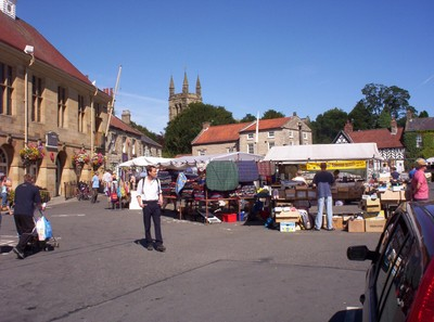 HELMSLEY.  Market Place.----Bus  from  York.also a bus to Scarborough.