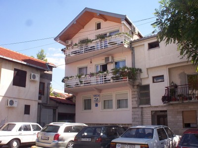 MOSTAR,  BOSNIA  HERZEGOVINA.--   Villa  Sara. - This was  a  self  catering  hostal.  Men  and  Women meet  buses to invite  you  to  there  hotels.