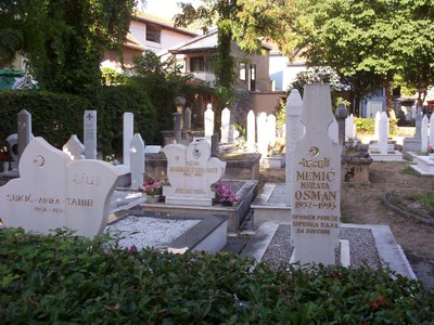 MOSTAR,  BOSNIA  HERZEGOVINA..  Small  graveyard,  all  deaths  1993.