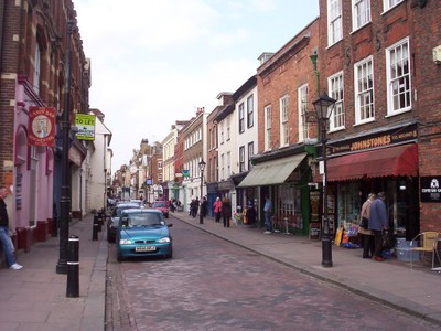 ROCHESTER,  KENT,  UK.   Main  street.  Cobbled  road.