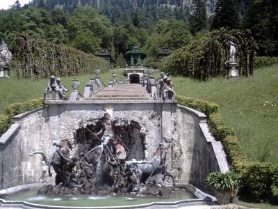 LINDERHOF   GERMANY.  -- Viewing  area  in  gardens.