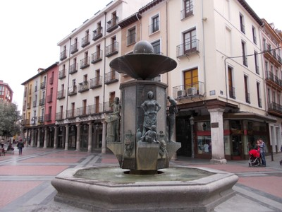 VALLADOLID,  SPAIN.  --  Golden  Fountain  {Bronze} in  Plaza D Fuente Dorada.