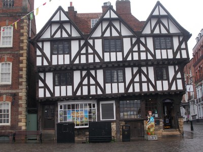 LINCOLN  Cathedral Quarter.