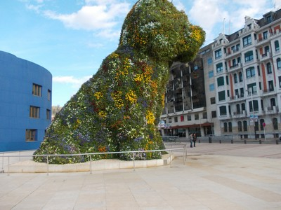 SPAIN  BILBAO..---. If  dogs  were  this  size,there would  not  be  many  pets.!
