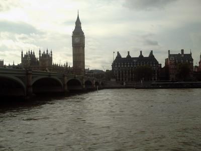LONDON  ENGLAND  --  Westminster  bridge  with Elizabeth  Tower    [  big  ben