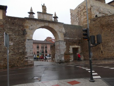 LEON  SPAIN.   Entrance  through  city  wall.
