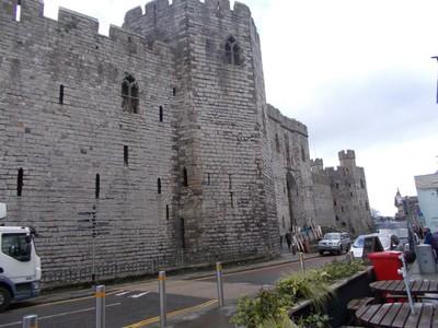 CAERNARFON  WALES  UK.   Castle.