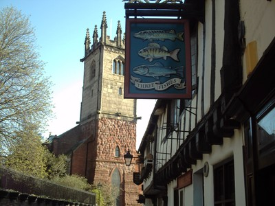 SHREWSBURY  ENGLAND.  -- Three  Fishes  Inn.   Timber  building  from  16th  century.