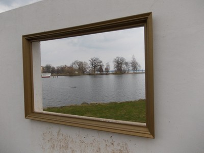 SCHWERIN  GERMANY..   Live picture. !    This was a small wall with the empty frame.