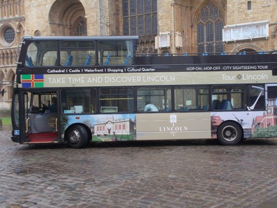 LINCOLN Open top tor bus.