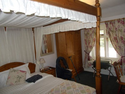 MATLOCK BATH. THE CABLES B&B BEDROOM.