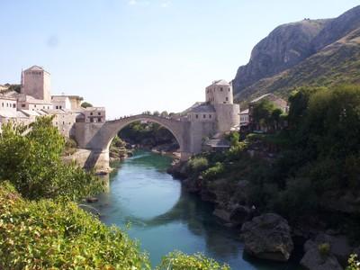 MOSTAR ,  BOSNIA  HERZEGOVINA.      River  Neretva  and  bridge.