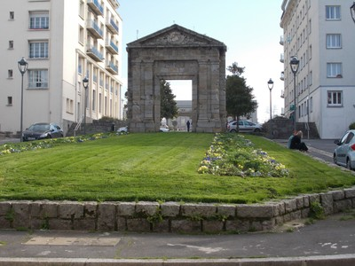"""BREST,  FRANCE. I can""""t find any information on this arch in Siam Street.   Do you know any  ?"""