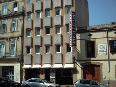 TOULOUSE  FRANCE   Hotel Icare, across  road  from  railway  station.  [  2  nights