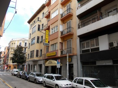 SPAIN  GIRONA      Hotel,  stayed here on two occasions,   Comfy  Budget.