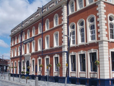 GRIMSBY  YARBROUGH HOTEL. Opposite the railway station. Large hotel with resturant and public bar.