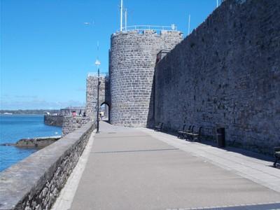 CAERNARFON  WALES  UK.   Promenade along town wall.  Menai Strait on left.