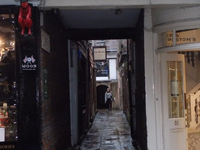 From Stonegate,this the alley to Barley Hall. Locally a alley or passage is called a snickleway.