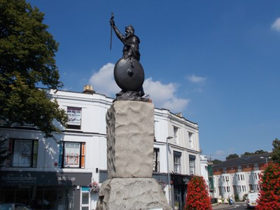 WINCHESTER  . KING ALFRED STATUE. Erected 1899 to mark one thousand years since his death.