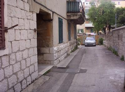 SPLIT CROATIA.    Entrance to Sobe.  [ Rooms