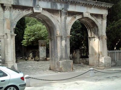 PULA   CROATIA.   --  Port  Gemina  from 2nd  century,now  entrance to  museum.